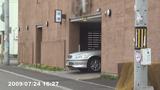ホテル駐車場から出て来る場面の写真001