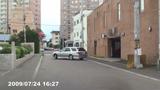 ホテル駐車場から出て来る場面の写真006